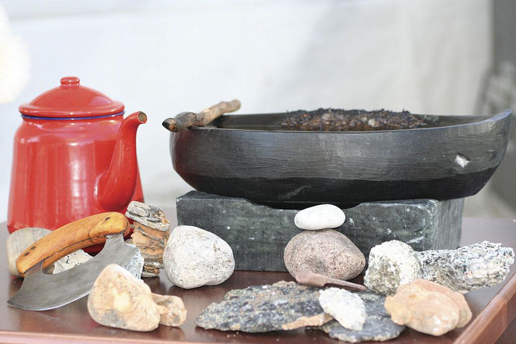 PottleBarryStillLife(Inuit)